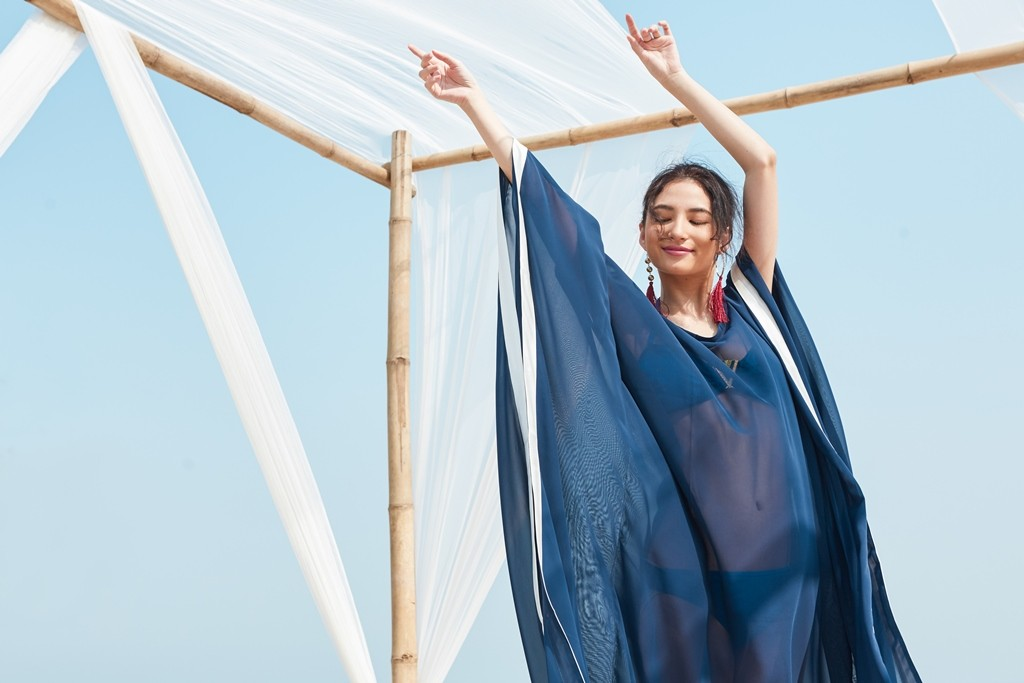 https://www.so-sofitel-huahin.com/wp-content/uploads/sites/73/2018/02/Blue-Kaftan-1.jpg